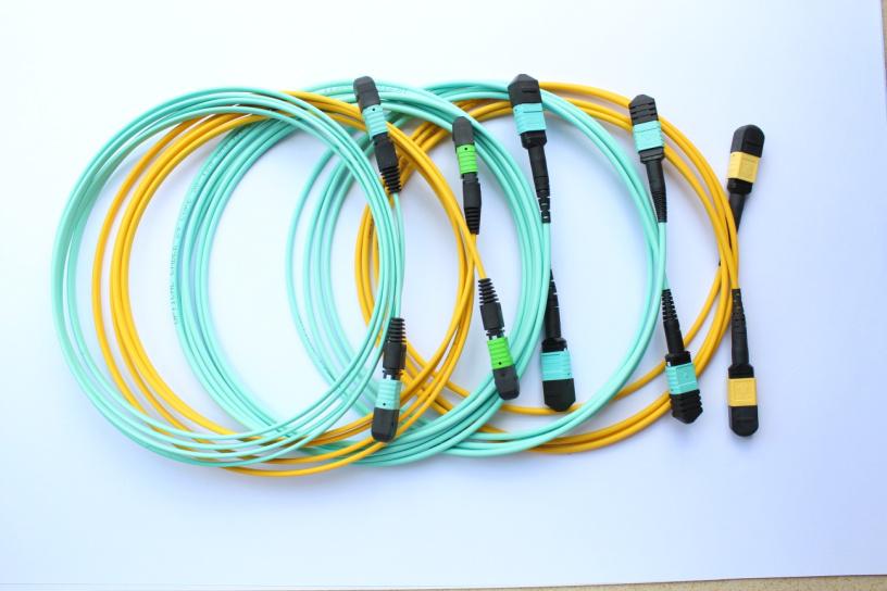 news-mpo vs mtp connector-Fiber Hope-img