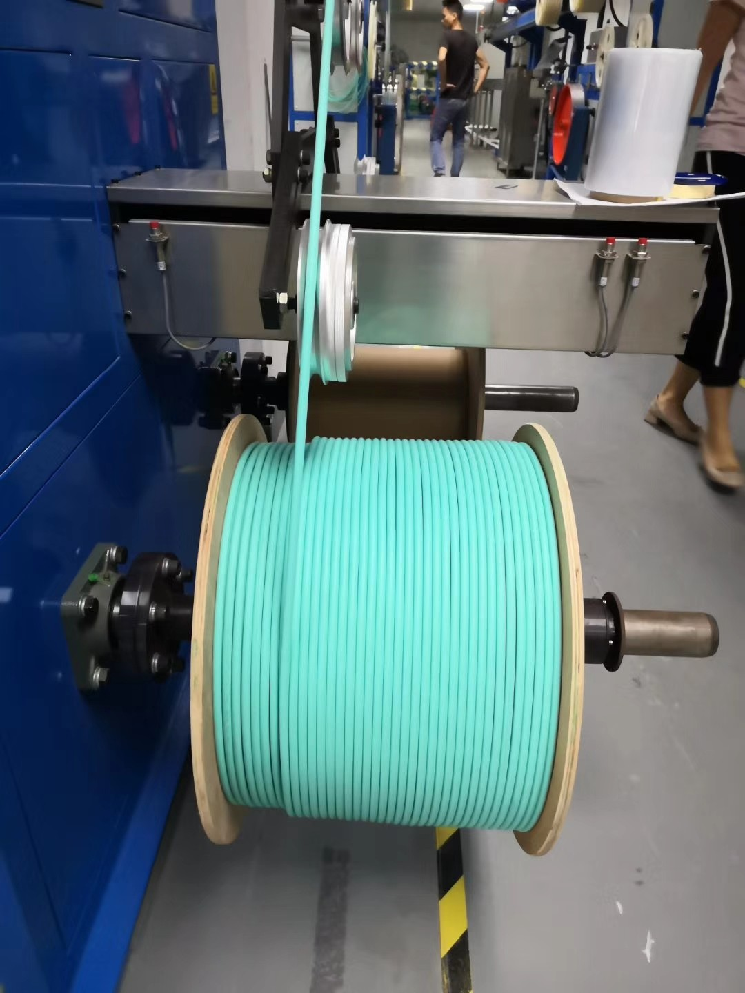 news-What are the classifications and applications of indoor optical cables-Fiber Hope-img